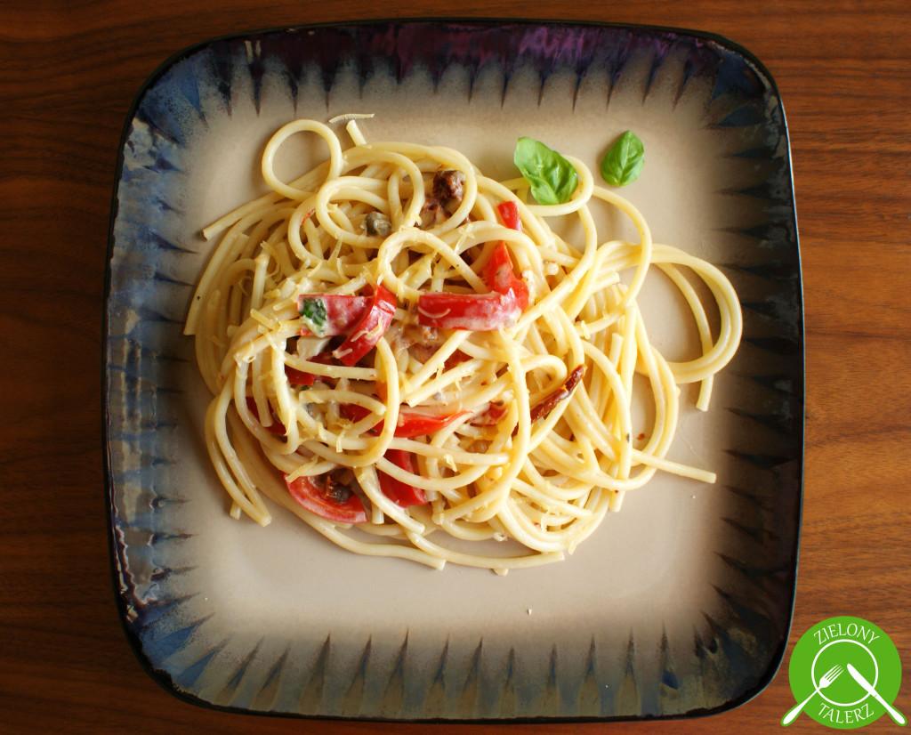 makaron z papryką i suszonymi pomidorami