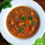 Rozgrzewająca i sycąca zupa z batatami i zieloną soczewicą